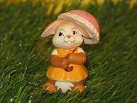 Goebel Hase  #546  Minihase  Alles Liebe  -  Hasendame mit Sonnenschirm