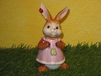 Goebel Hase  #588  Kleiner Glücksbringer  -  Hasendame mit Klee und Marienkäfer