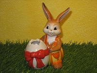 Goebel Hase  #605  Geschenk für meine Liebste  -  Hasenjunge mit Eivase