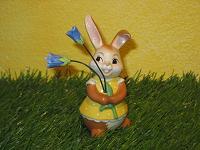 Goebel Hase  #626  Hase mit Glockenblume  -  Sind sie nicht schön?
