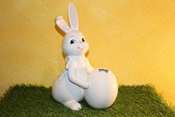 "Goebel Hase  #698  Snow White ""Spring""  XXL"